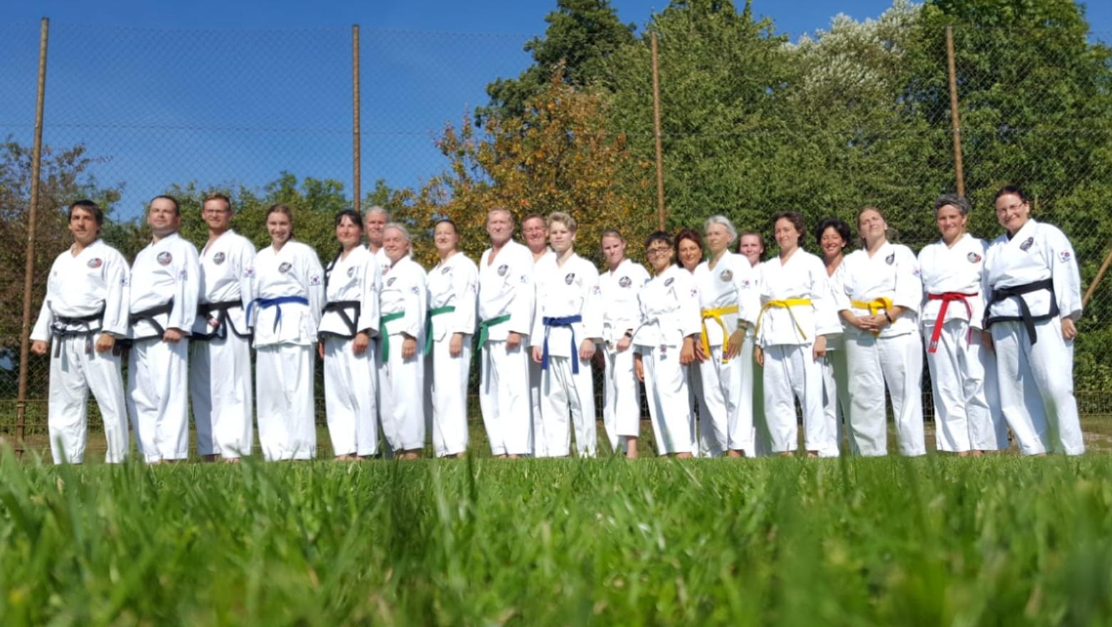 » Bilder-Abteilungen/Teakwondo » krenmarkt_Gruppe.jpg